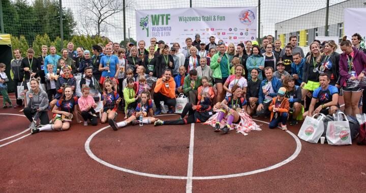 Pamiątkowe zdjęcie uczestników biegu